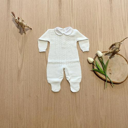 Mameluco para bebe, Enterizo lana, color crudo, cuello blanco bordado rosado