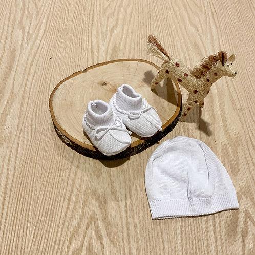 Juego *2 Piezas Gorro y Patines para bebe color crudo