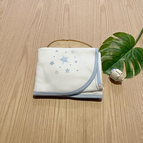 Cobija para bebe 100% algodón peruano bordado Blanco azul  Tamaño 78cm x80cm