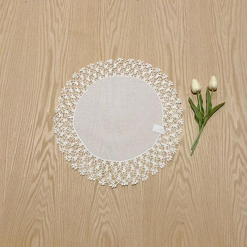 Carpeta Redonda tejida en borde, crochet lino 41cmtrs de diametro
