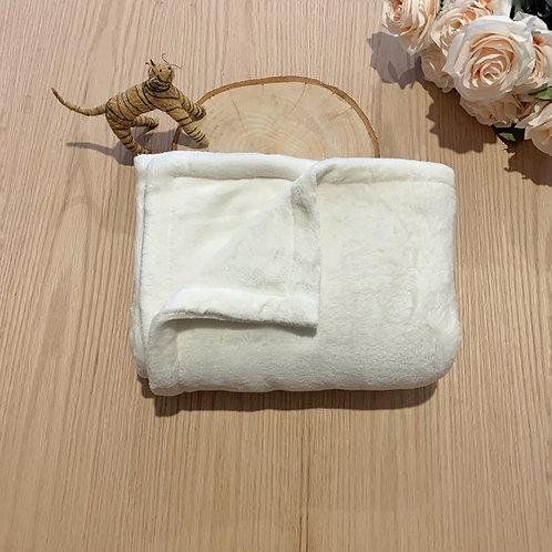 Cobija blanca para bebe de fleezetamaño 75cm por 90cm