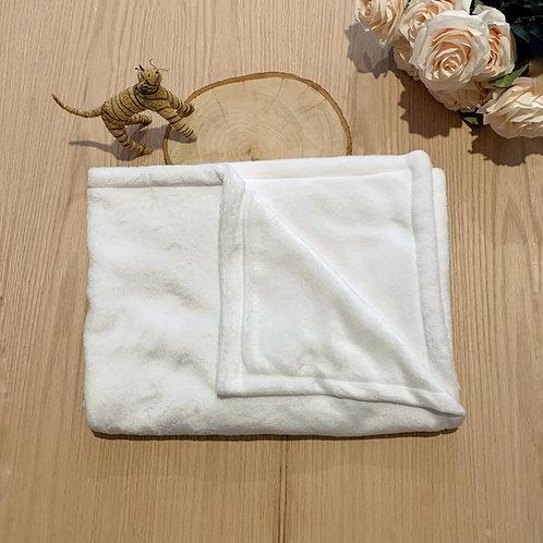Cobija blanca de fleeze para bebetamaño 90cm por 1,20 mtrs