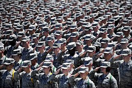 US soldiers saluting
