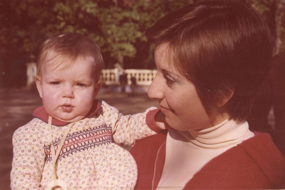 oude foto van moeder met baby