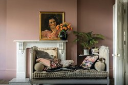 sulking room pink 295