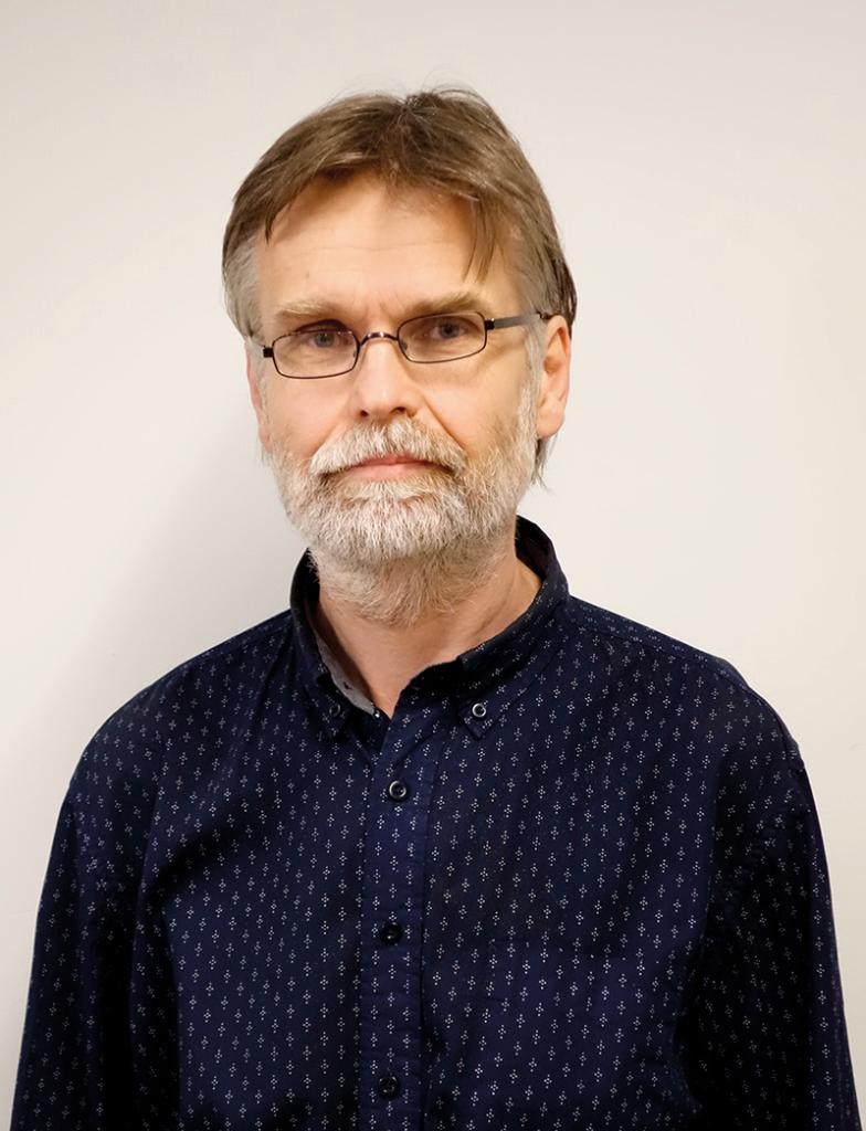 Potrettikuva Juha Henrikssonista.