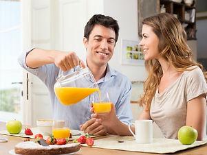 zumo-de-naranja-en-el-desayuno.jpg