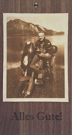 Foto auf Leder gelasert und auf Nussholz veredelt