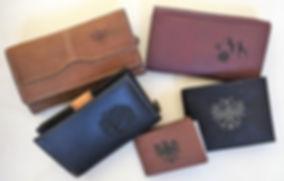 Ledergeldtasche, viele verschiedene Damen- und Herrenmodelle lagernd. Auf Wunsch mit persönlichem Motiv oder Namen graviert