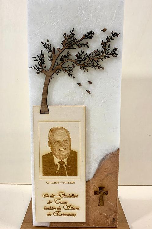 Trauerkerze mit Holzeinschluss Fotogravur