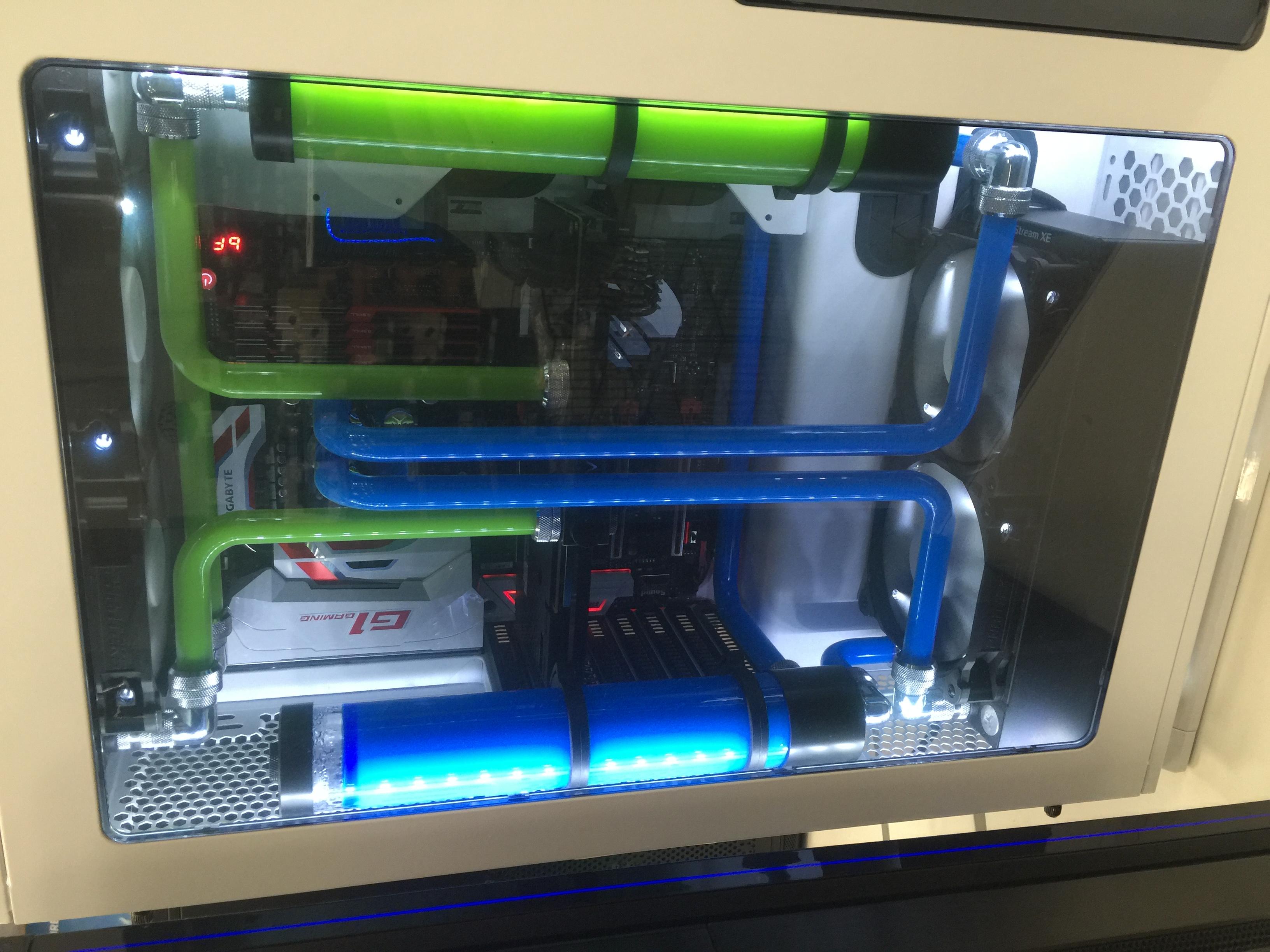Dual Colour Liquid Cooling