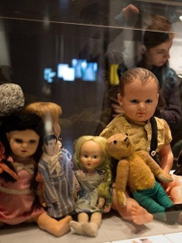 STARS WITHOUT A HEAVEN: CHILDREN IN THE HOLOCAUST