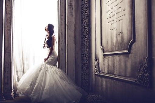 wedding-dresses-1486005__340.jpg