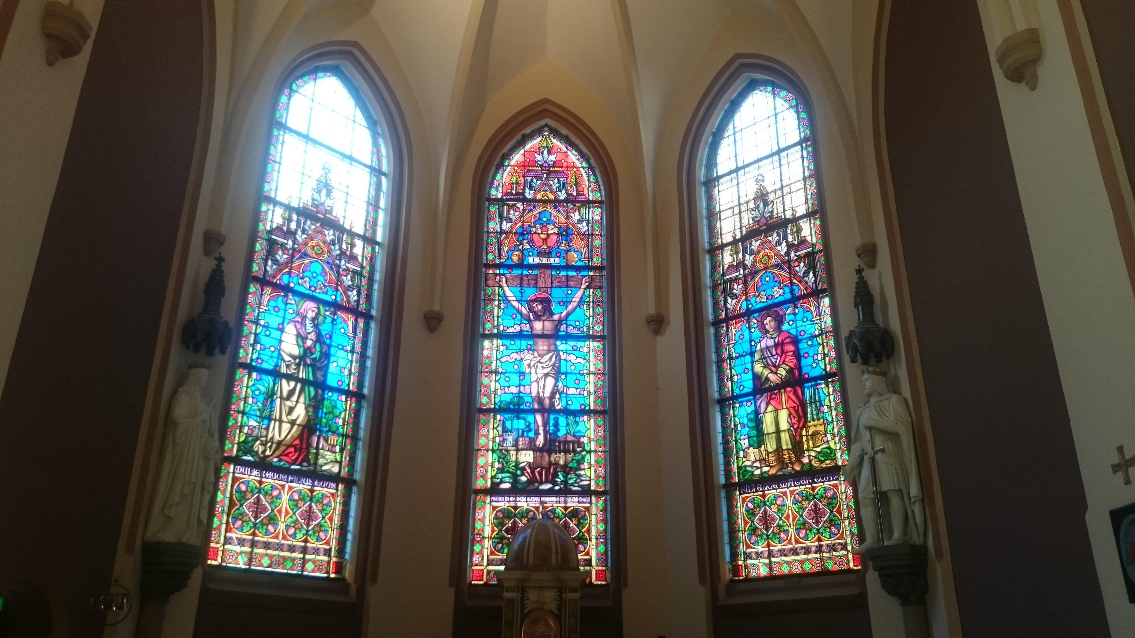 Glassmalerier i koret