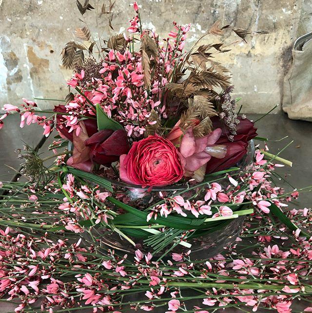 Floating Flowers #catherinemullerparis #delicatebeauty #sweetcolors #floraldesign #genet #inspiratio