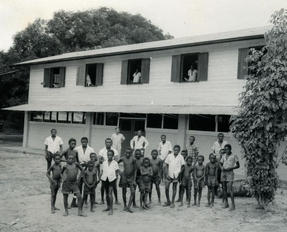 Between state and society: Education in Suriname 1850-1950. In: Randeraad, red. (1998), 57-86.