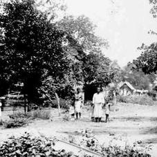 Paranen tussen stad en bos: een complexe Afro-Surinaamse ontwikkelingsgang vanuit de slavernij. In Egger, red. (2013), 203-240.