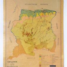 De dubbele werkelijkheid van Surinaamse kaarten. Kijk maar, er staat niet wat er staat. In: meel & Ramsoedh, red. (2007), 191-208.