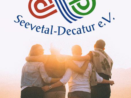 Ein neuer Flyer wirbt für die Städtepartnerschaft Seevetal-Decatur