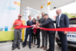 Ribbon cutting at opening of Canada's first retail hydrogn fueling statio