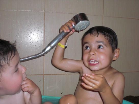 Kai & Bodhi bathtub Mexico 2011