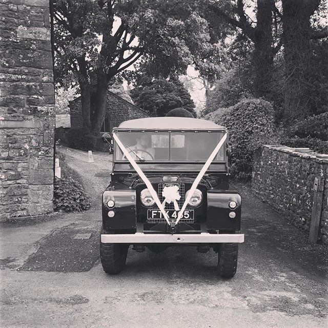 #church#churchwedding#landroverseries1#landrover#weddingideas#weddingcar#weddingtransport#wedding#we