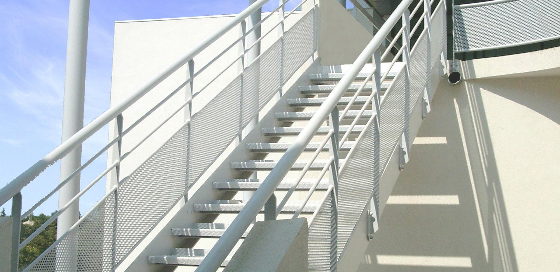 130 Escaliers page 1 Cop.jpg