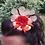 Thumbnail: Bijou de tête fleur rouge et papillons dorés