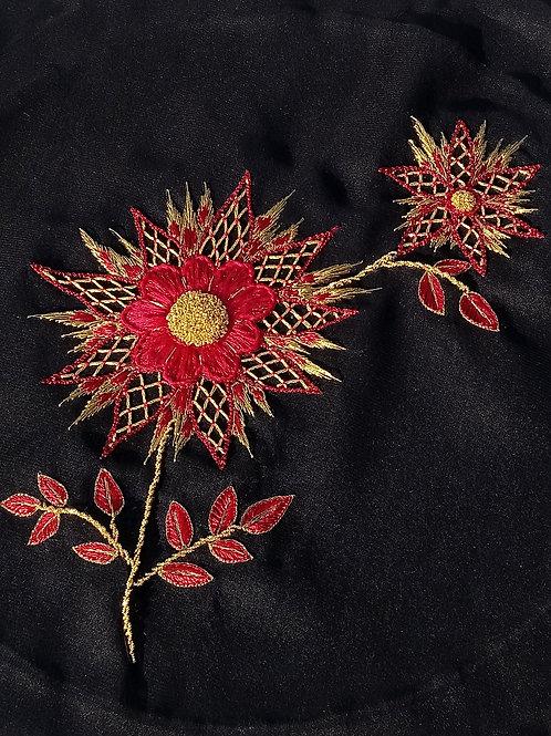 Pièce de broderie fleur rouge et or