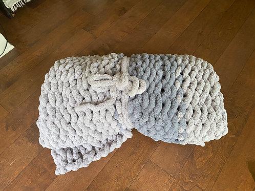 Light gray chunky blanket