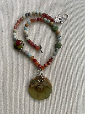 Serpentine pendant necklace