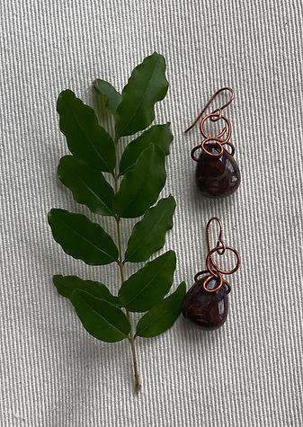Small tear drop earrings in brass