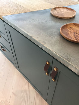 The KITCHEN - wooden plates, granite top, ethical source