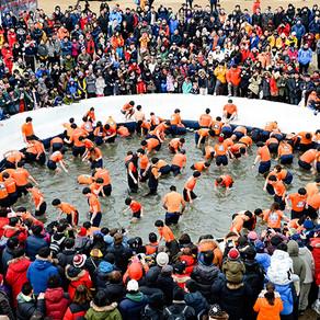 เทศกาลน้ำแข็งฮวาชอน ซานชอนนอ (Embrace the Cold at Hwacheon Sancheoneo Ice Festival)