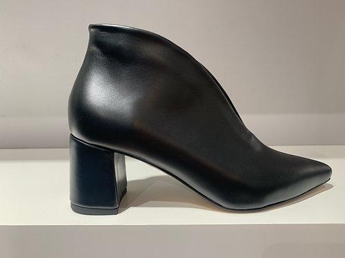 HAMMER ausgeschnittene Stiefelette Black