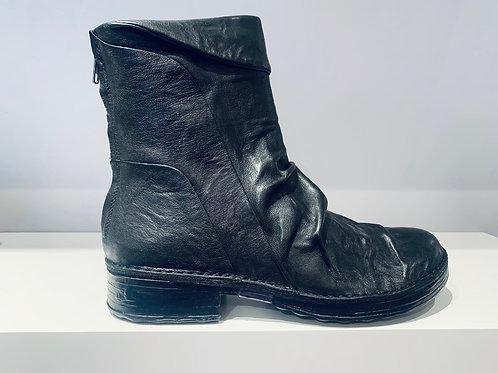 KHRIO's Ruffle Boot | black