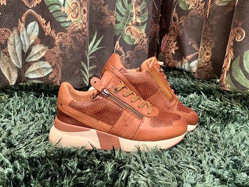 CARMELA Camel Sneaker