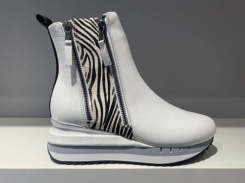 Café NOIR Plateau Boot White | Zebra