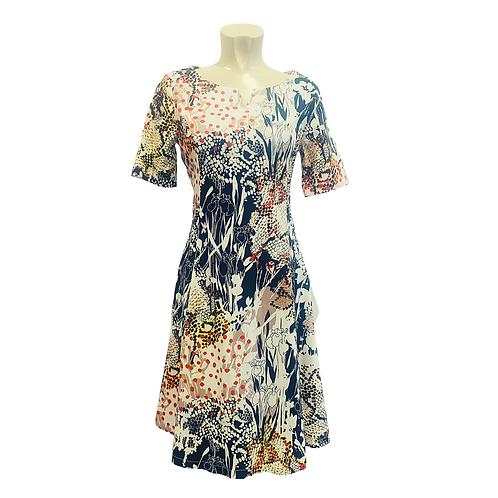 Ausgestelltes Kleid | abstract print