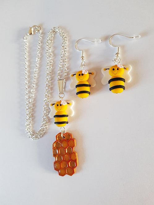 parure abeille,boucles d'oreilles abeille et alvéole de miel,collier