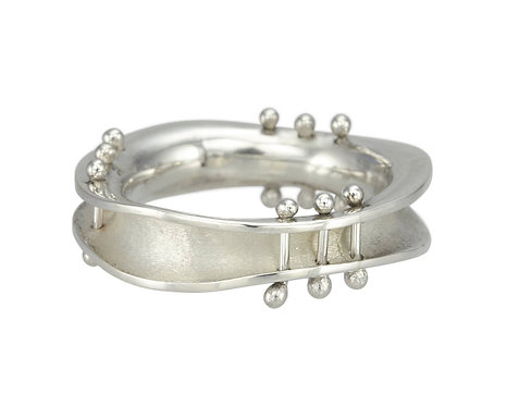 Wave Ring with Pins