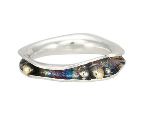 Wave Ring with Pebbles