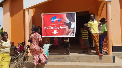 Aus der Dunkelheit ins Licht holen AIDS Tag in Kawolokota, Uganda