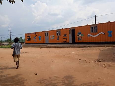 Nähkurs beginnt in Uganda