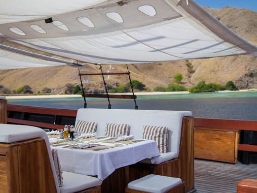 outdoor-dining2.jpg