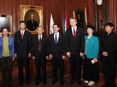 A Hagyományos Kínai Orvosi Egyesületek Világszövetségének alelnöke,  Li Zhenji professzor úr a Semme