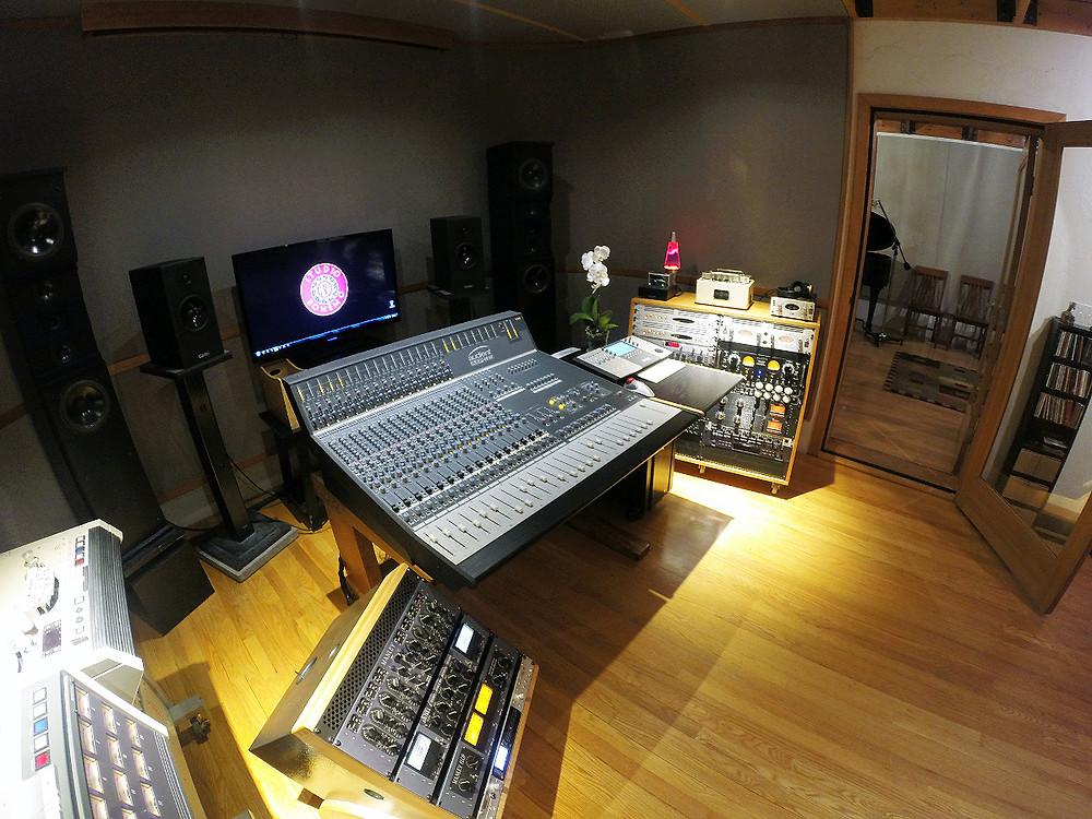 Studio-Bohemo-Audient-ASP4816.jpg