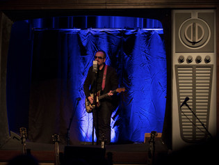 Elvis Costello Chooses Cloud 44-A Ribbon Mic for Solo Tour