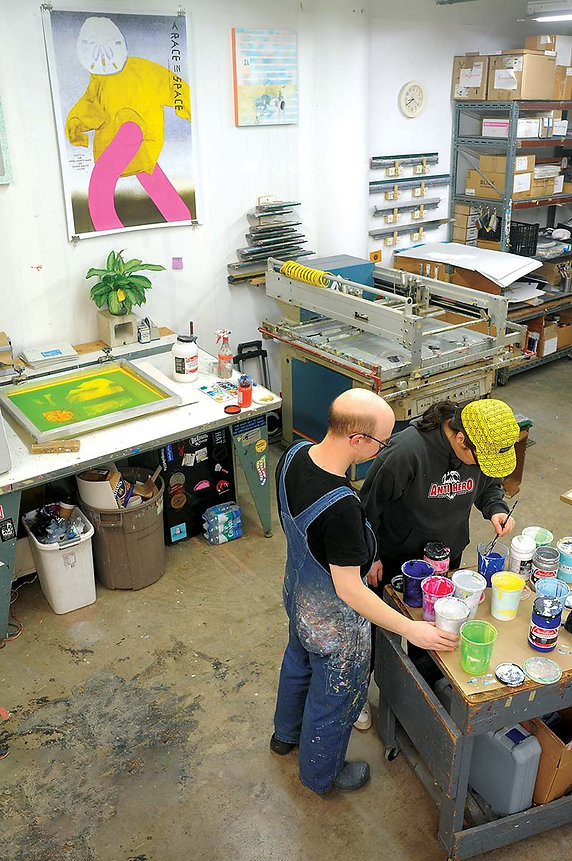 Nick and Nadine mixing colors in Sonnenzimmer's studio.