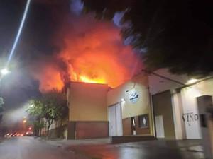 Catamarca: Manifestantes incendian oficinas de Agua Rica y destruyen sede del FT en Andalgalá